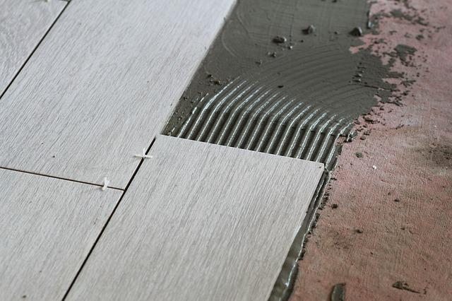 Bodenfliesen Verlegen Mit Dieser Anleitung Geht Es Ganz Einfach - Untergrund für fliesen im bad
