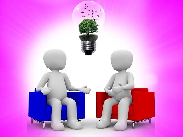 Zwei animierte Figuren sitzen sich in zwei Sesseln gegenüber und über ihnen schwebt als Zeichen für grüne Energie eine Glühbirne mit einem Baum drin.